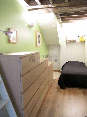 Chambre très calme pour 2 personnes équipée de 1 lit(s) de 80cm, 1 lit(s) mezzanine de 90cm
