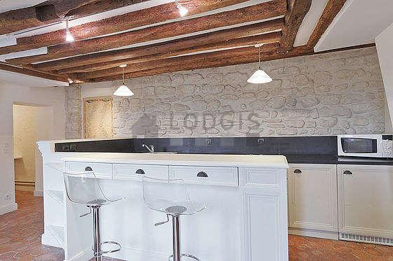 Beautiful kitchen of 7m² with floor tiles floor