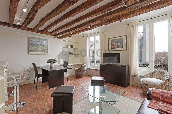 Large living room of 20m² with floor tiles floor