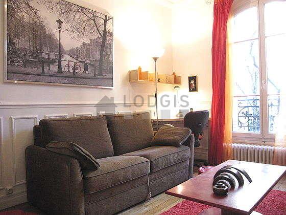 Séjour calme équipé de 1 canapé(s) lit(s) de 130cm, téléviseur, 1 chaise(s)