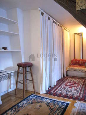 Very quiet living room furnished with 1 sofabed(s) of 140cm, 1 armchair(s), 1 chair(s)