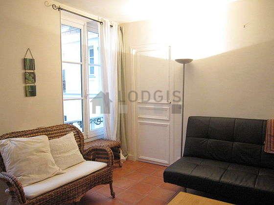 Séjour calme équipé de 1 canapé(s) lit(s) de 140cm, canapé, 2 fauteuil(s), 2 chaise(s)