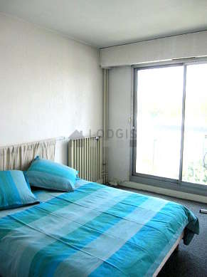 Quiet and very bright alcove equipped with 1 bed(s) of 140cm, 2 chair(s)