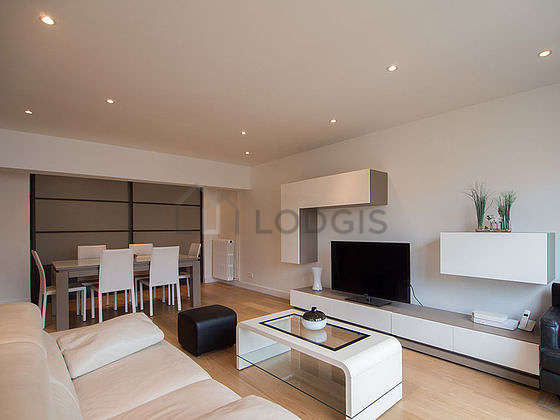 Bright living room furnished with 6 chair(s)