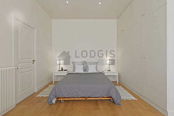 Bedroom equipped with desk, wardrobe, cupboard, 1 chair(s)