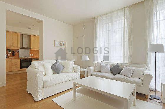 Séjour très calme équipé de 1 canapé(s) lit(s) de 120cm, téléviseur, chaine hifi, 2 fauteuil(s)