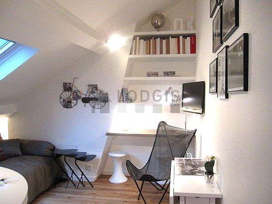 Séjour très calme équipé de 1 lit(s) de 140cm, téléviseur, chaine hifi, 1 fauteuil(s)