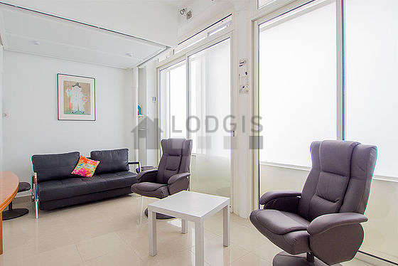 Location studio avec ascenseur paris 11 rue br guet for Appartement meuble paris long sejour