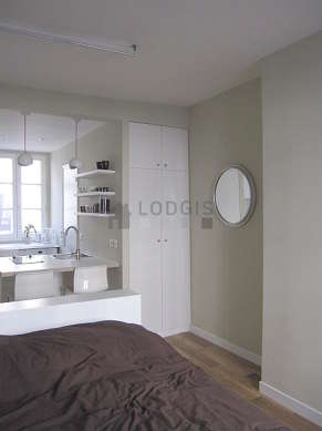 Living room furnished with 1 bed(s) of 140cm, tv, wardrobe, cupboard