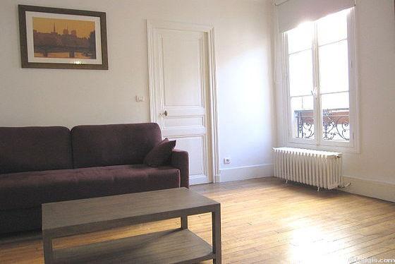 Séjour très calme équipé de 1 canapé(s) lit(s) de 140cm, téléviseur, chaine hifi, 5 chaise(s)