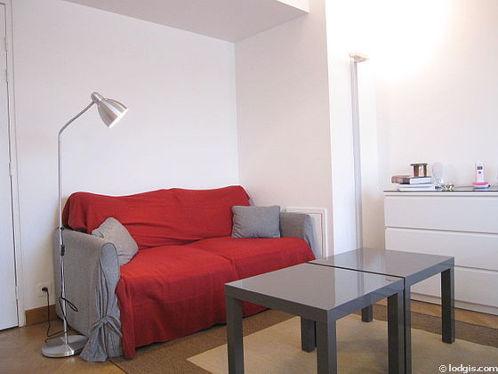 Séjour calme équipé de 1 canapé(s) lit(s) de 130cm, télé, chaine hifi, 2 fauteuil(s)