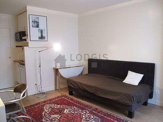 Séjour très calme équipé de 1 lit(s) de 90cm, téléviseur, placard, 3 chaise(s)