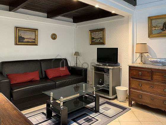 Very quiet living room furnished with 1 sofabed(s) of 140cm, coffee table, storage space, 2 chair(s)