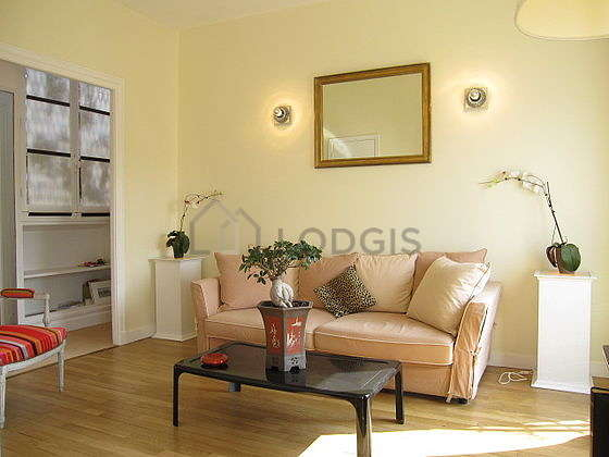 Quiet living room furnished with 1 sofabed(s) of 140cm, tv, 1 armchair(s)