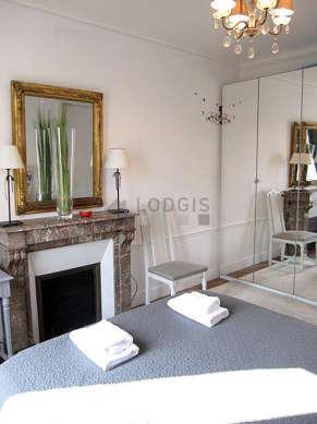 Chambre calme pour 3 personnes équipée de 1 lit(s) d'appoint de 90cm, 1 lit(s) de 160cm