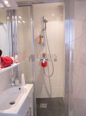 Location appartement 1 chambre avec terrasse et ascenseur for Accessoires salle de bain paris 16
