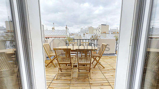 Balcony equipped with dining table, 5 chair(s)