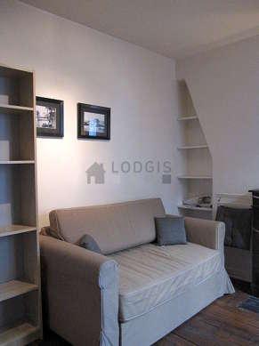 Séjour calme équipé de 1 canapé(s) lit(s) de 120cm, téléviseur, penderie, 2 chaise(s)