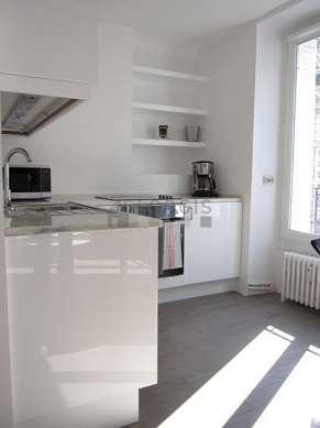 Belle cuisine de 12m² avec du parquet au sol