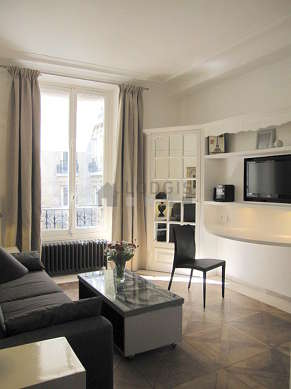 Séjour très calme équipé de 1 canapé(s) lit(s) de 160cm, téléviseur, chaine hifi, placard