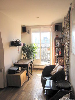 Séjour calme équipé de téléviseur, chaine hifi, 2 fauteuil(s), 1 chaise(s)
