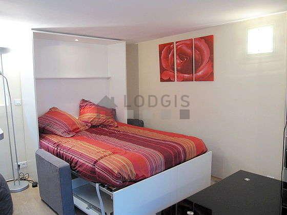 Séjour très calme équipé de 1 lit(s) armoire de 140cm, téléviseur, chaine hifi, penderie