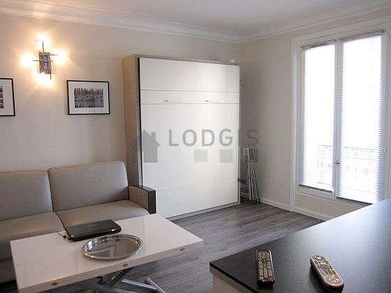 Séjour équipé de 1 lit(s) armoire de 140cm, 1 canapé(s) lit(s) de 140cm, téléviseur, penderie