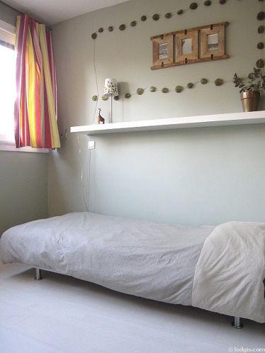 Chambre pour 2 personnes équipée de 1 lit(s) mezzanine de 90cm, 1 lit(s) de 90cm