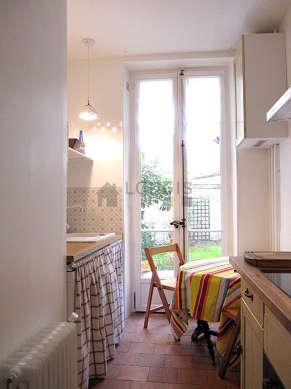 Cuisine dînatoire pour 3 personne(s) équipée de lave linge, réfrigerateur, hotte, vaisselle