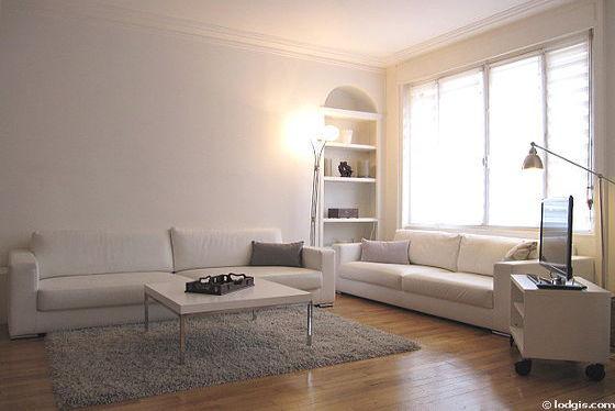 Séjour très calme équipé de télé, 4 chaise(s)