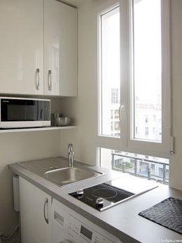 Cuisine équipée de lave linge, sèche linge, vaisselle