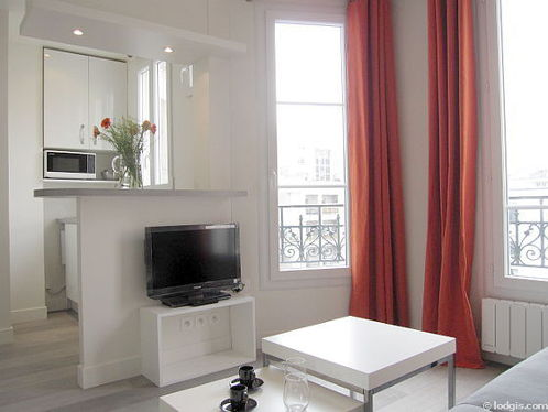 Salon lumineux équipé de 2 chaise(s)