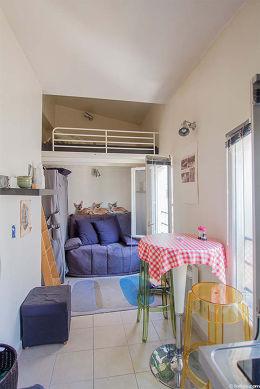 Séjour très calme équipé de 1 canapé(s) lit(s) de 120cm, 1 lit(s) mezzanine de 140cm, table à manger, penderie