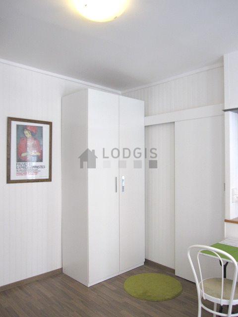 location studio avec concierge paris 10 rue de la grange aux belles meubl 17 m canal. Black Bedroom Furniture Sets. Home Design Ideas