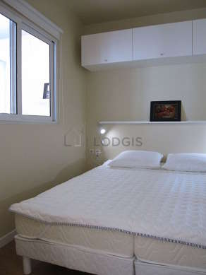 Chambre de 6m² avec du parquet au sol