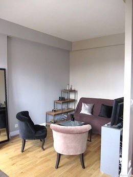 Séjour calme équipé de 1 canapé(s) lit(s) de 140cm, télé, lecteur de dvd, 2 fauteuil(s)