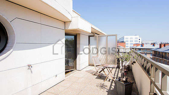 Very bright balcony with paving floor