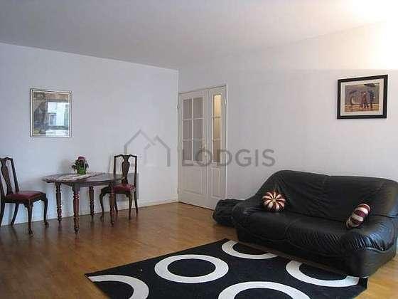 Séjour calme équipé de téléviseur, chaine hifi, 2 chaise(s)