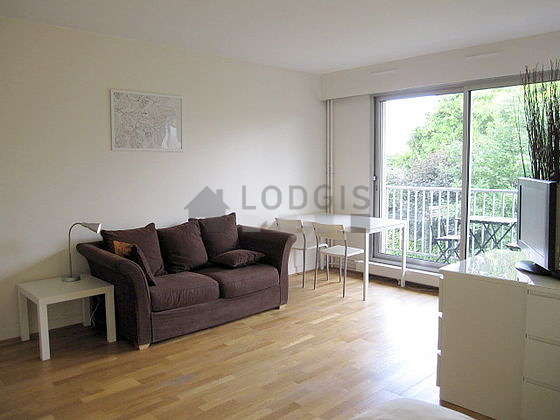 Living room furnished with 1 sofabed(s) of 120cm, 1 bed(s) of 140cm, tv, wardrobe