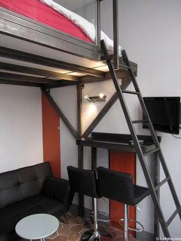 Séjour équipé de 1 canapé(s) lit(s) de 120cm, 1 lit(s) de 160cm, téléviseur, lecteur de dvd