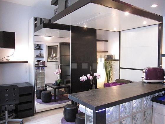 Location studio paris 9 rue de parme meubl 18 m for Rue de parme