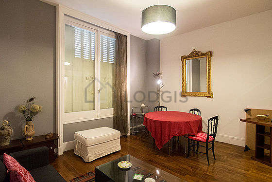 Living room furnished with 1 sofabed(s) of 140cm, tv, closet, 3 chair(s)
