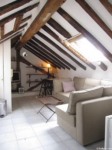 Salon très lumineux équipé de placard, 2 chaise(s)