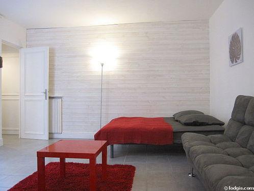 Séjour très calme équipé de 1 canapé(s) lit(s) de 140cm, 1 lit(s) de 140cm, télé, penderie