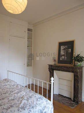 Chambre calme pour 3 personnes équipée de 1 lit(s) bébé de 0cm, 1 lit(s) de 160cm