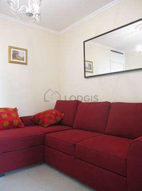 Séjour très calme équipé de 1 canapé(s) lit(s) de 140cm, téléviseur, chaine hifi, penderie