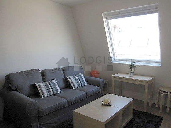 Séjour calme équipé de 1 canapé(s) lit(s) de 160cm, téléviseur, penderie, placard