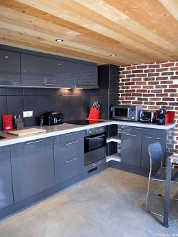 Kitchen where you can have dinner for 6 person(s) equipped with dishwasher, hob, refrigerator, extractor hood