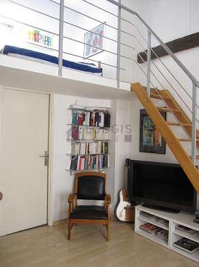 Séjour calme équipé de 1 lit(s) mezzanine de 140cm, téléviseur, 1 fauteuil(s), 5 chaise(s)