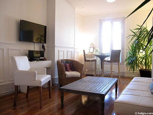 Séjour calme équipé de 1 canapé(s) lit(s) de 110cm, téléviseur, chaine hifi, 2 fauteuil(s)
